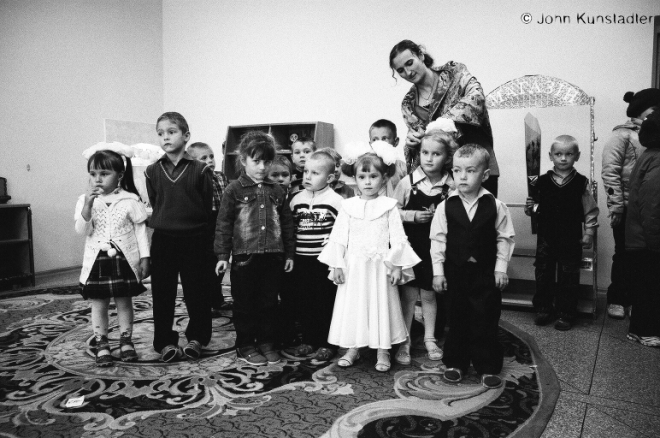 preparing-for-the-performance-tsjerablichy-kindergarten-2011