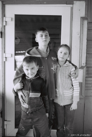 1a.Mats'vjej with His Older Brother Jahor and Sister Chesa, Tsjerablichy 2017, 2017078b- (F1010007