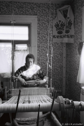 1a.Vjerka Weaving on Granny Vul'ljana's Loom, Tsjerablichy 2017, 2017080- (F1010006