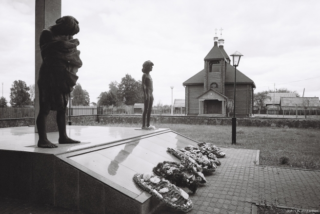 1b.Churches of Belarus CXIX, Orthodox Church of St. Nicholas and Memorial to Villagers Murdered in German-Led Reprisal in 1943, Tonjezh 2015, 2015282-14A(000044