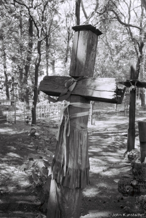1b.Crosses of Belarus LXIX, Cleaning and Decorating Graves for Radaunitsa, Tsjerablichy 2016, 2016159-17A (F1180018