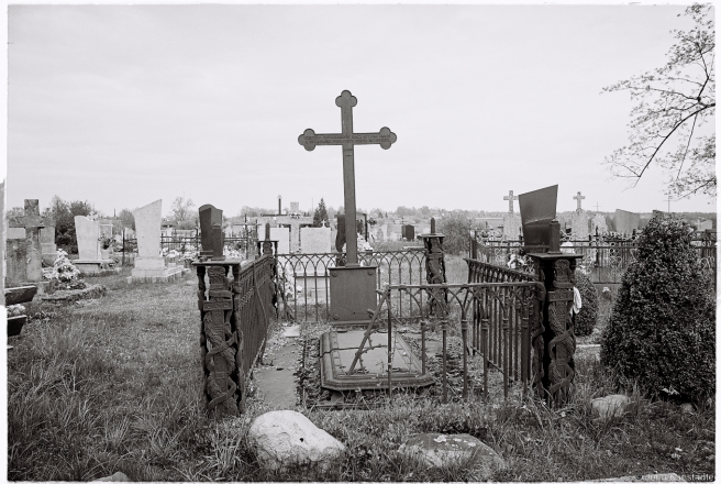 1c.Crosses of Belarus LIX, Cast-Iron Cross and Grave of a Member of the Orda Family, Lahishyn Cemetery 2016, 2016129a-11A (000043