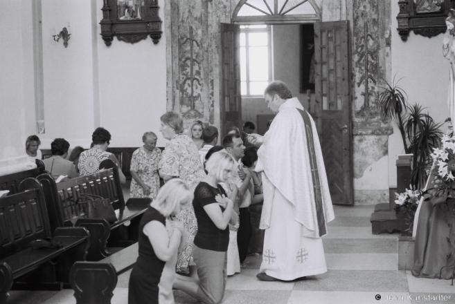2.Distribution of Communion, Patronal Feast of Peter & Paul, Iuje 2016, 2016249- (F1190023