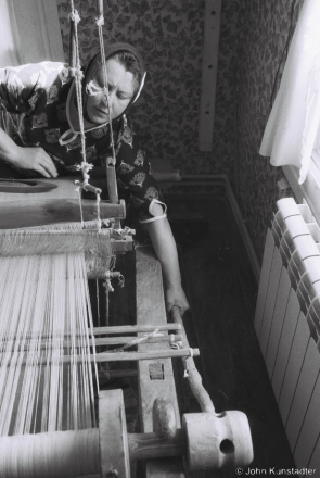 2.Vjerka Weaving on Granny Vul'ljana's Loom, Tsjerablichy 2017, 2017080- (F1010008