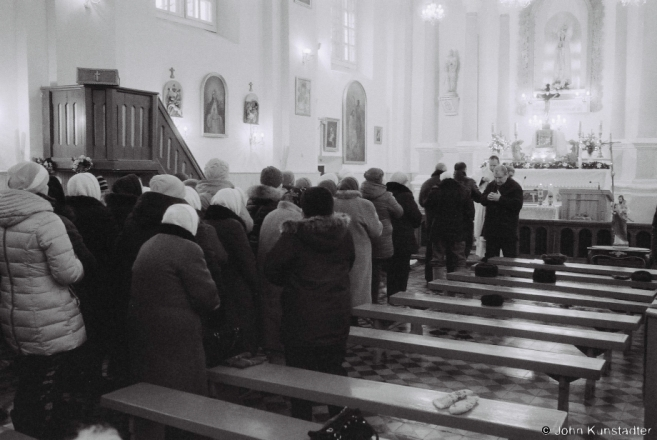2a.Distribution of Communion, Feast of the Immaculate Conception, R.C. Church of the Immaculate Conception, Kas'tsjanjevichy 2016, 2016357-13A