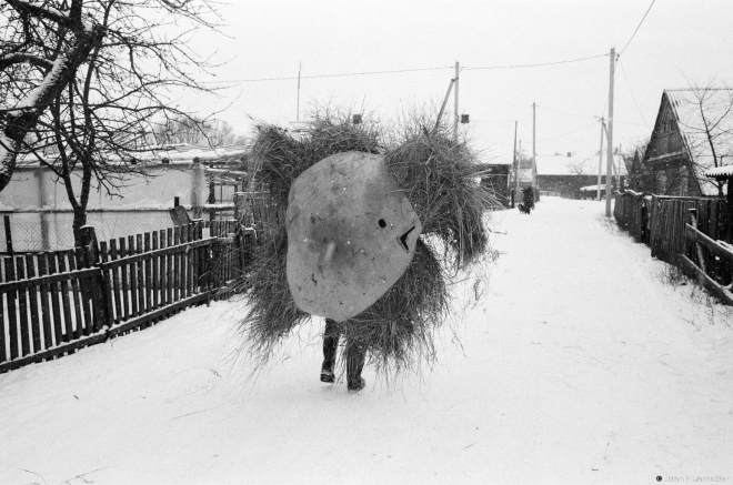 3.Misha Naskjevich Carrying Extra Hay for Granny Prosja's Feed Stock, Tsjerablichy 2016, 2016343a- (65650019