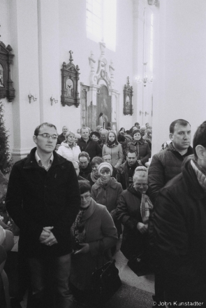 3d.Communion, Easter Morning Mass, Iuje 2016, 2016109- (F1100006