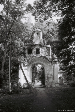 neglected-patrimony-ii-main-gate-damjejki-estate-sittsy-2011
